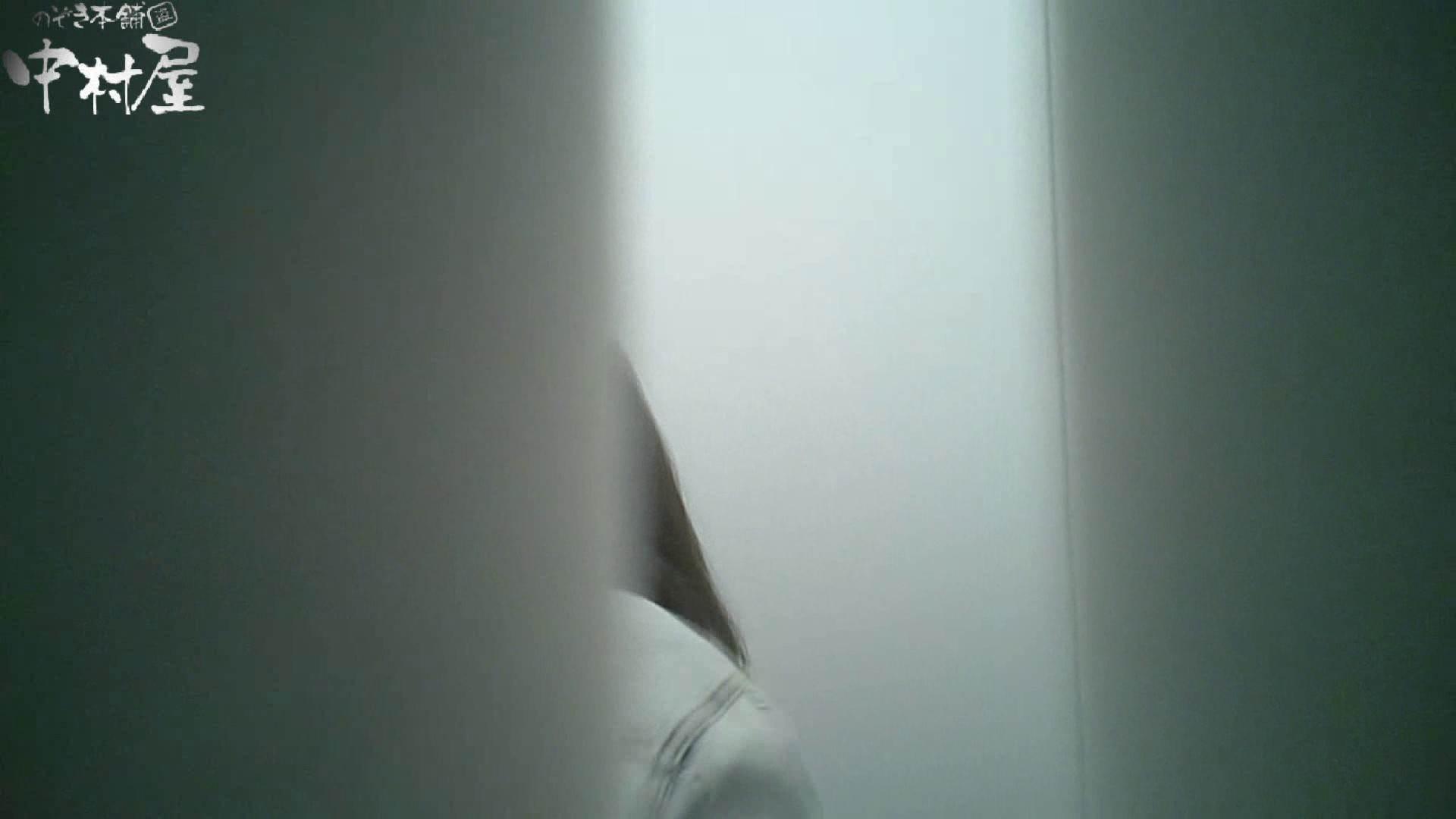 【某有名大学女性洗面所】有名大学女性洗面所 vol.35 安定の2カメ 最近の女性は保守的な下着が多め? 洗面所 覗きおまんこ画像 12pic 9